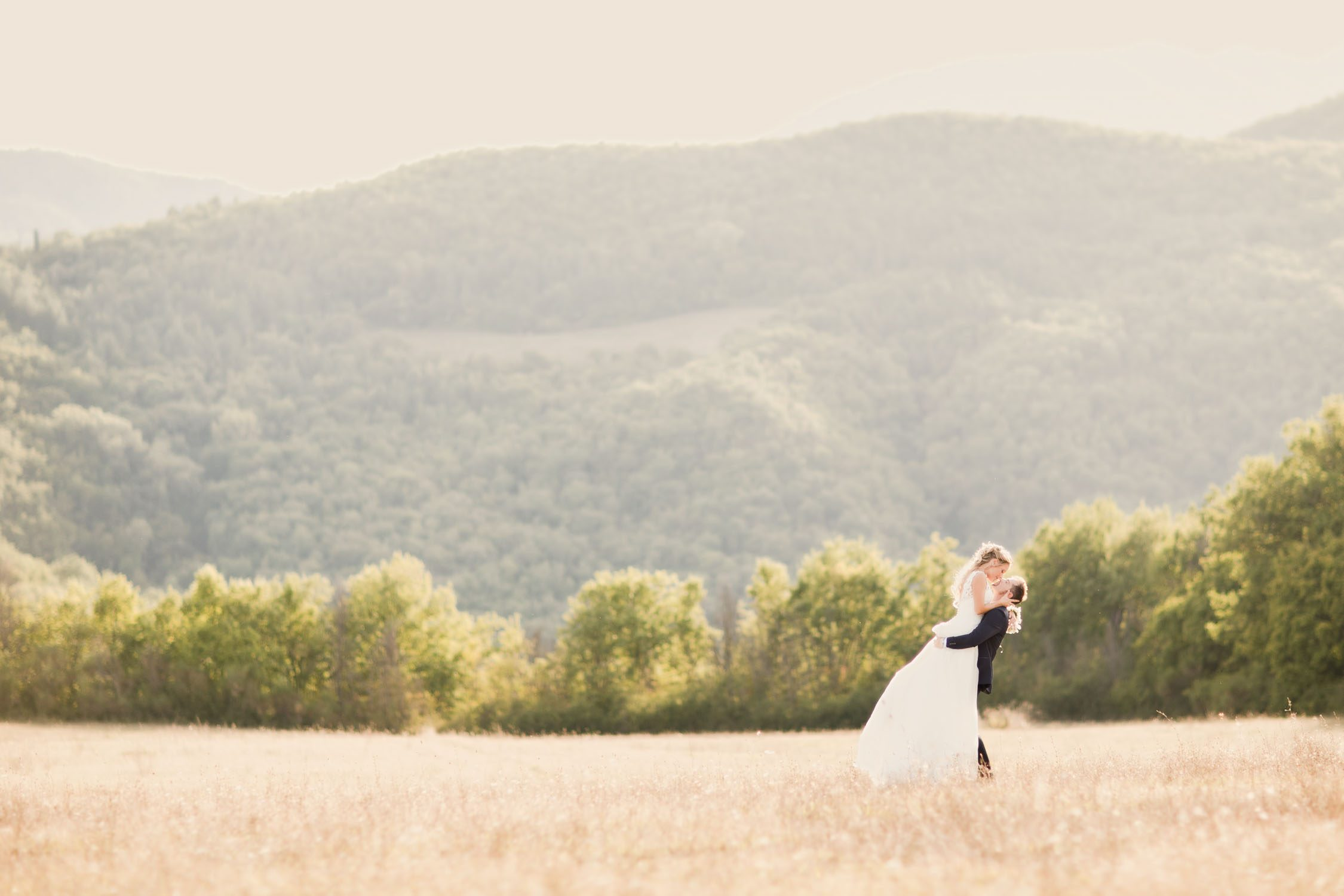 Wedding picture in Tuscany Countryside